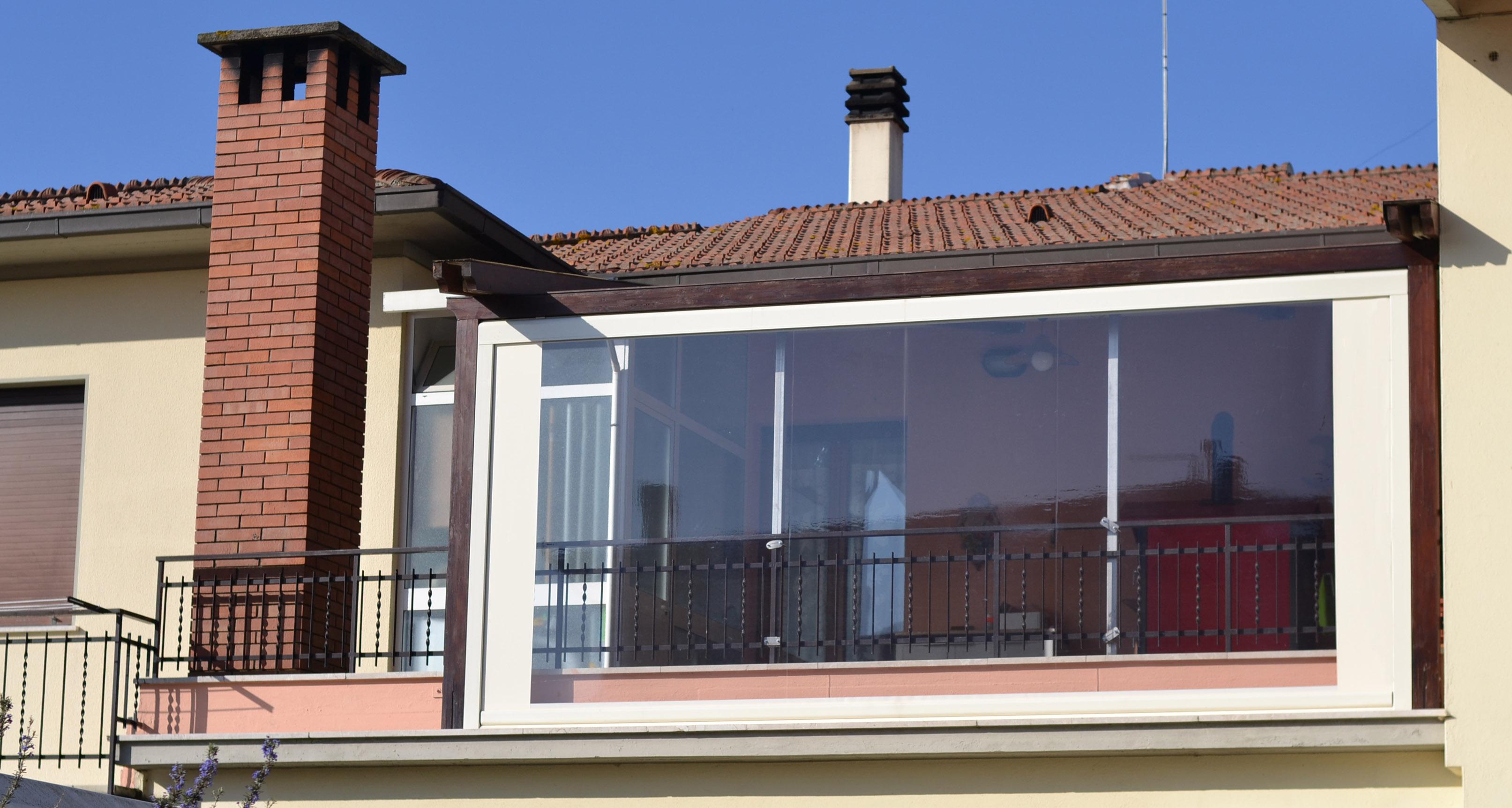 Chiusure verticali tende design tende da sole arezzo for Balcone chiuso da vetrate